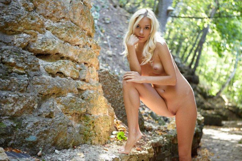 Голая русская блондинка