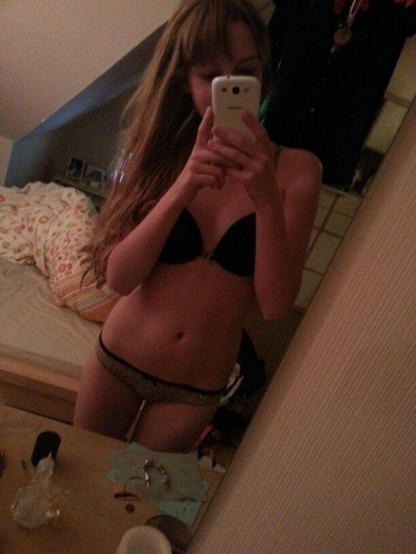Девушка фотографирует себя голая в домашних условиях