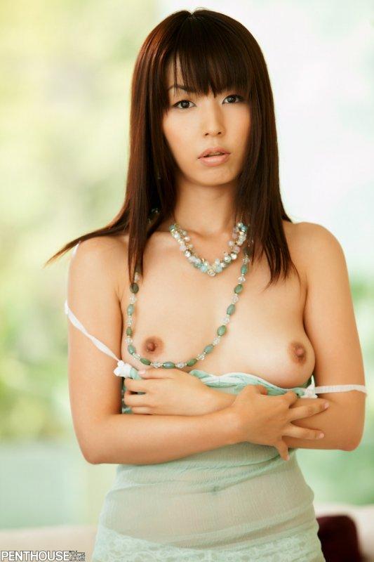 Голая молоденькая японка с небольшой грудью