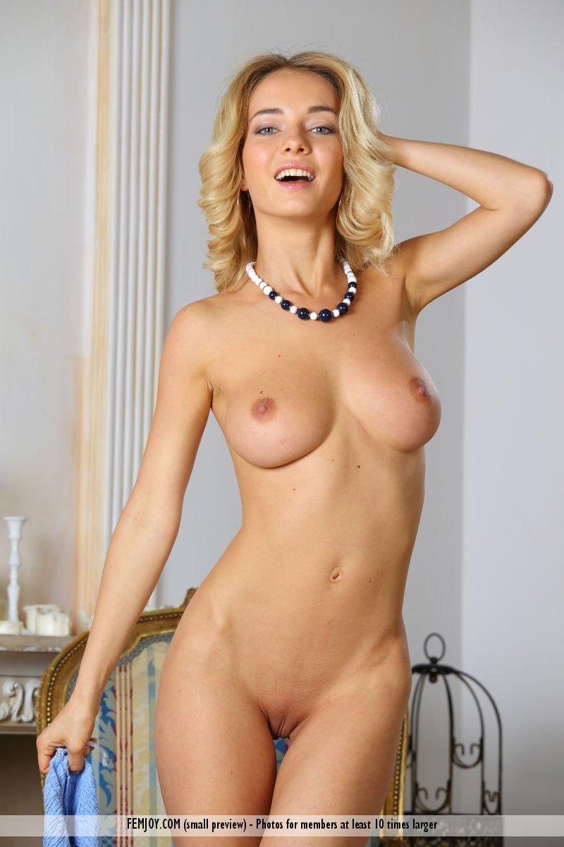 смотреть русская красотка с упругой грудью
