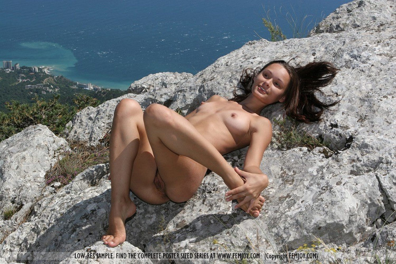 Рисунки голые девушки на курортах фото