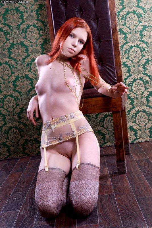 Горячая штучка с рыжими шелковистыми волосами