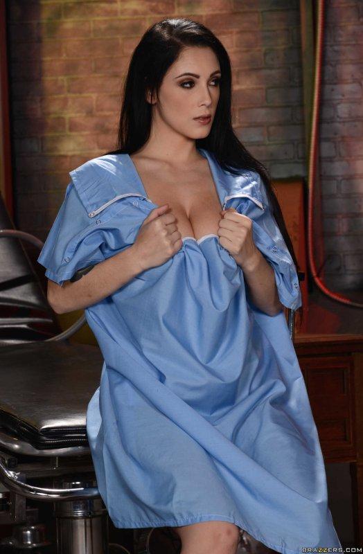 Красивая женщина с хорошей фигурой и ее интимные места
