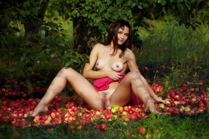 Подборка фото красивых обнаженных девушек на природе
