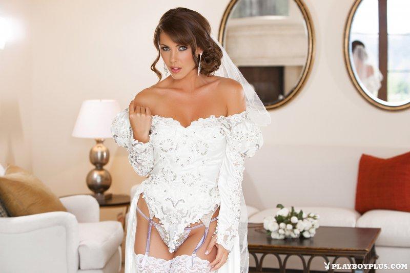 Сексуальная голая невеста