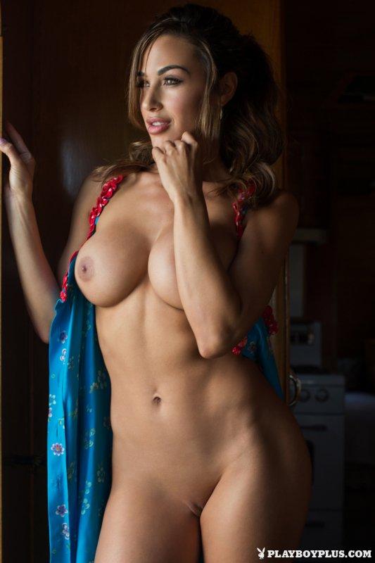 Девушка с большими силиконовыми сиськами