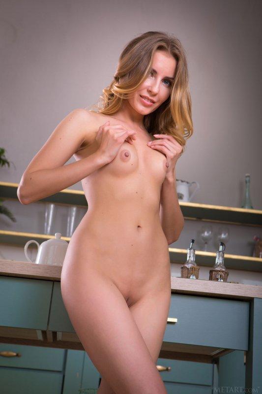 Сексуальная дамочка со смачной киской